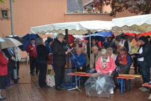 Bürgermeister Heinz-Peter Becker begrüßt die Gäste