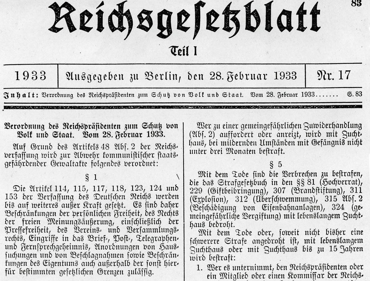 """""""Beschränkungen der persönlichen Freiheit, des Rechtes der freien Meinungsäußerung … sind zulässig"""" heißt es hier in § 1 der sogenannten """"Verordnung zum Schutz von Volk und Staat"""". Der Reichstagsbrand in der Nacht vom 27./28. Februar 1933 wird zum Anlass genommen, diese Verordnung zu verkünden."""